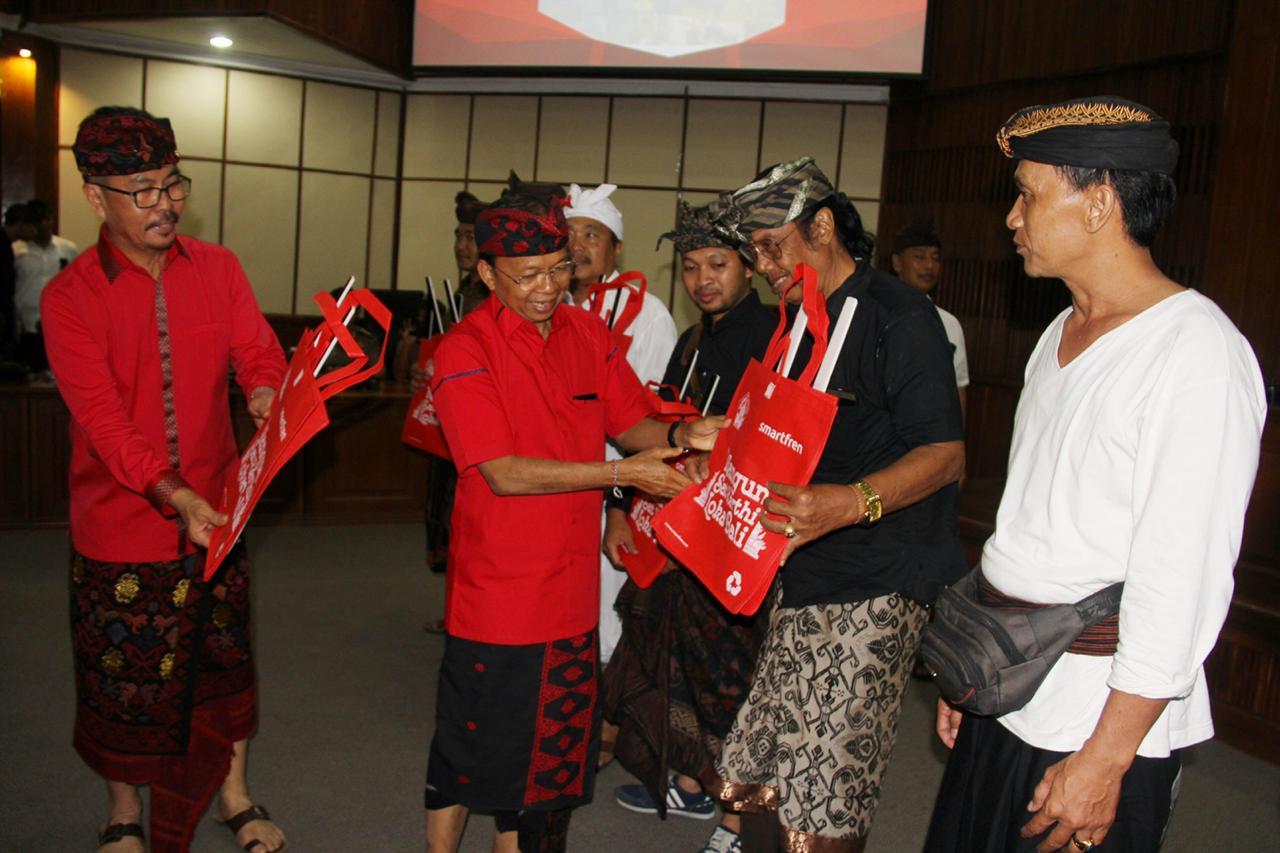 Smartfren bantu Nangun Sat Kerthi Loka Bali
