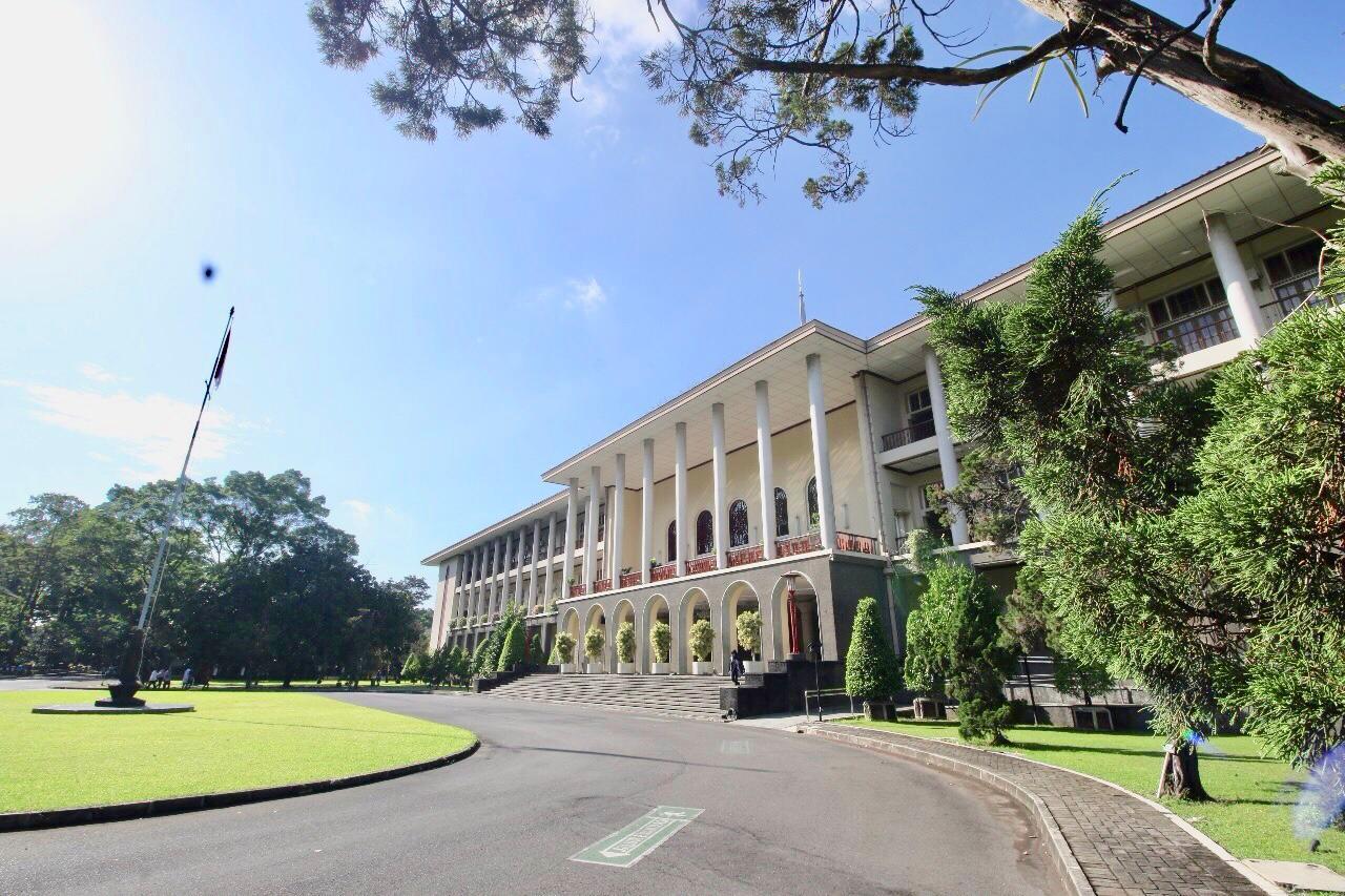 UGM Perguruan Tinggi Terbaik di Indonesia