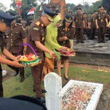 Peringati HUT ke-59 Adhiyaksa, Jajaran Kejati Bali Ziarah ke TMP Tabanan