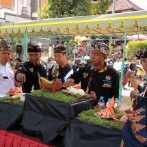 "Banjar Padang Sumbu Kaja Juara Lomba ""Ngelawar"" Karya Agung di Desa Adat Kerobokan Badung"