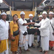 Hari Kuningan, Keluarga Wayan Suardana Serahkan Sertifikat Tanah untuk Pura Dadia Pasek Kayu Selem Banjar Kedungdung