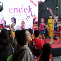 """Warung Blaster Gelar """"Endek Milenial Fashion Show"""" Sambut HUT ke-74 RI"""