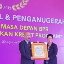 BPR Nusamba Kubutambahan Kembali Raih Golden Award