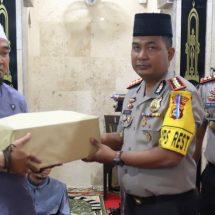 Kapolresta Denpasar Beri SantunanAnak Yatim Yayasan Ikhtiar