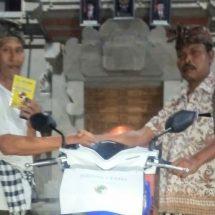 Apresiasi Kepercayaan Krama, KSU Banjar Bona Kelod Bagikan 400 Paket Beras dan Sepeda Motor