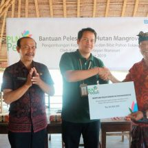 Kembangkan Kepiting dan Lestarikan Bakau, PLN Bantu Kelompok Nelayan Rp30 Juta