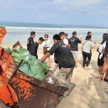 Peduli Lingkungan, 234 SC Bali Gandeng SAPMA PP Bersihkan Sampah di Pantai Kuta
