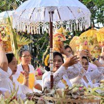 Pujawali di Pura Dhipa Buana PLN UID Bali