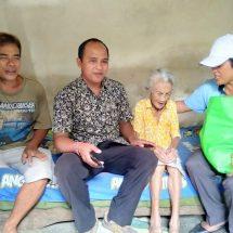 Sambut Galungan, LPD Duda Bagikan 80 Paket Sembako Untuk Warga Kurang Mampu