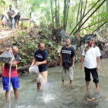 Peduli Lingkungan Sungai, Kompres Gerih Tebar Ribuan Benih Ikan