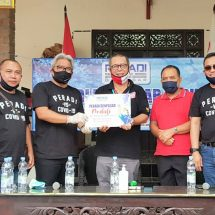 """Peradi Denpasar Peduli"" Bantu Paket Sembako Flobamora Bali"