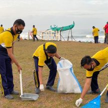 Hari Bhakti Adhyaksa Ke-60, Kejari Badung Bersih-bersih di Pantai Seseh