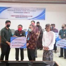 Peduli Warga Terdampak Covid-19, BI Bersama Anggota DPR RI Rai Wirajaya Serahkan 2.400 Paket Sembako