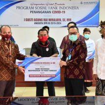 Kwarda Bali Puji KPw BI dan Anggota DPR RI IGA Rai Wirajaya Bantu Sembako Warga Terdampak Covid-19