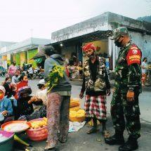 Cegah Covid-19, Koramil Sidemen Pantau Pedagang Dan Pengunjung Pasar
