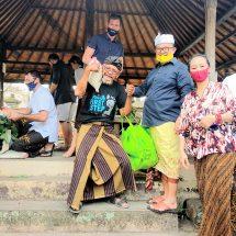 Ngurah Panji Bersama Ekspatriat Bantu Sembako Warga Terdampak Covid-19 di Tabanan