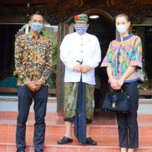 Youtuber 'Tina Bule' Bertemu Wagub Cok Ace, Bantu Promosikan Bali