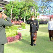 Wagub Bali sebagai Inspektur Upacara Penurunan Bendera Peringatan HUT ke-75 Kemerdekaan RI