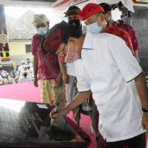 Gubernur Koster Resmikan Wantilan Desa Padangaji, Ajak Ikuti Tata Nilai Kehidupan Leluhur