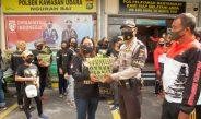Peduli Antar-Sesama, Komunitas TEMANMU Bagikan Paket Sayuran di Bandara Ngurah Rai