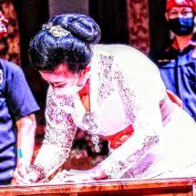 Ny. Putri Suastini Koster Dikukuhkan sebagai Manggala Utama Pasikian Paiketan Krama Istri Desa Adat di Bali