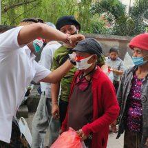 Paslon Amerta Blusukan Ke Pasar Badung dan Pasar Kumbasari, Bagikan Masker dan Tebar Ikan