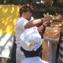 """Ngurah Ambara """"Ngaturang Ngayah"""" di Pura Dang Kahyangan Taman Mumbul Sunia"""
