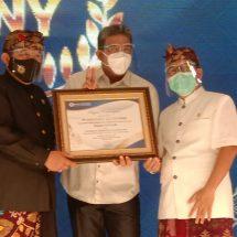 Wagub Bali Serahkan Penghargaan kepada PT Dirgahayu Valuta Prima, Ngurah Ambara: Penting Taati Aturan