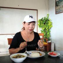 "Menu Seafood Warung ""Made Cak Jul"" di Pantai Matahari Terbit Disukai para Wisatawan"