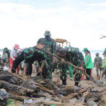 Kodam IX/Udayana Bersama Instansi Terkait Awali Tahun Baru 2021 dengan Bersihkan Pantai Kuta