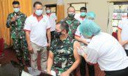 Pangdam Udayana Melaksanakan Vaksinasi Covid-19 di RSUD Wangaya