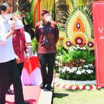 Tinjau Vaksinasi Massal di Gianyar, Presiden Berharap Sektor Pariwisata Bali Segera Bangkit