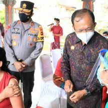 Canangkan di Tiga Zonasi Hijau, GubernurKoster Tinjau Pelaksanaan Vaksinasi Massal di Kawasan Ubud