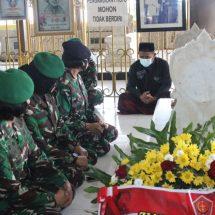 Wanita TNI Laksanakan Ziarah ke Makam Pahlawan Nasional