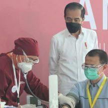 Presiden Jokowi Tinjau Pelaksanaan Perdana Vaksinasi Covid-19 Gotong Royong untuk Pekerja