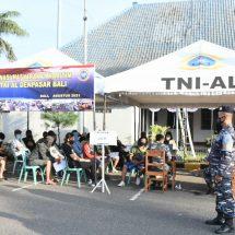 Pos TNI Angkatan Laut Gilimanuk Gelar Vaksinasi Warga Pesisir Pelabuhan