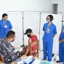 Jalasenastri Cabang 10 Dukung Serbuan Vaksinasi Masyarakat Pesisir di Pelabuhan Gilimanuk