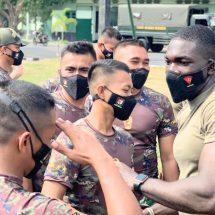"Keseruan ""Circuit Training"" saat Prajurit Yonif Raider 900/SBW Latma dengan MTT SFAB US Army"