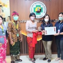 Sukses Laksanakan Vaksinasi, Astra Motor Bali Serahkan Apresiasi Piagam Penghargaan ke RS Bhayangkara Denpasar