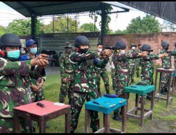 Asah Naluri Tempur, Prajurit Lanal Denpasar Latihan Menembak