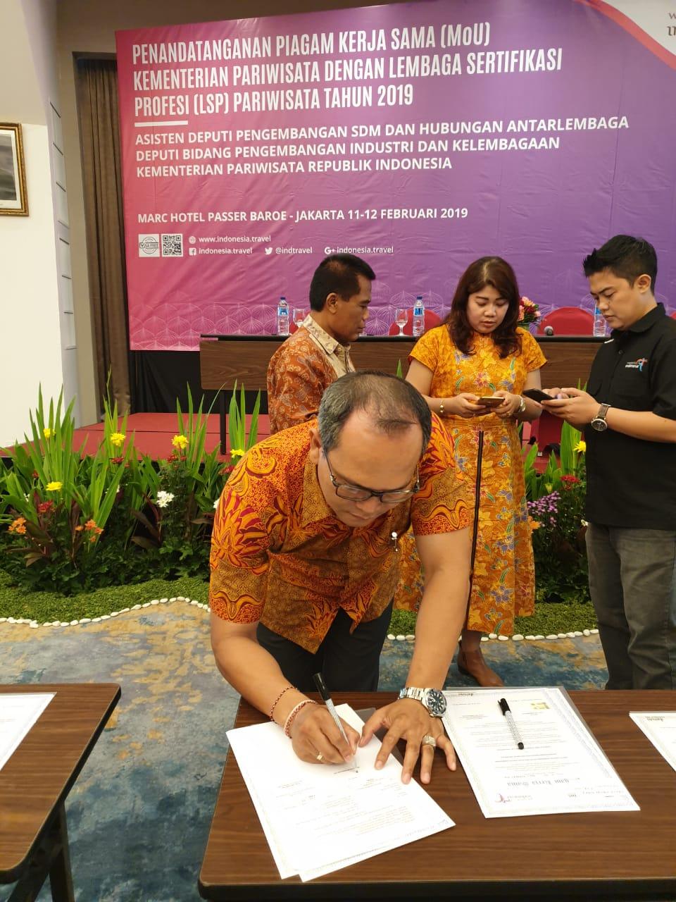 LSP LPK Monarch Bali Tanda Tangani MoU dengan Kemenpar
