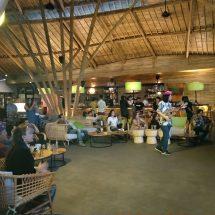 """""""Tribute to Blueberry Guitar Wayan Tuges"""" di Wanaku Restaurant Kuta"""