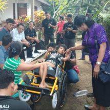Dinas Sosial Bali Bersama Puspadi Bantu Kursi Roda kepada Tiga Penyandang Disabilitas di Gianyar