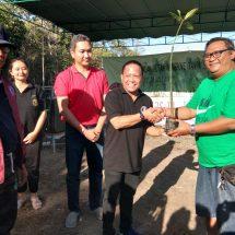 Tanam Mangrove, Universitas Dwijendra Hijaukan Kawasan  Kampung Kepiting