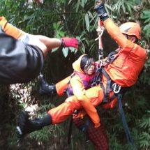 Tim SAR Evakuasi Darmayanti dari Jurang Sedalam 100 Meter