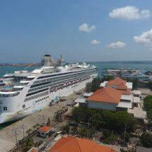 """Bawa Ribuan Turis, Kapal Pesiar Tercepat """"Dream Explorer"""" Sandar di Benoa"""