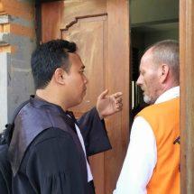 Selundupkan Barang Kerajinan Satwa Dilindungi, Bule Belanda Divonis Dua Tahun