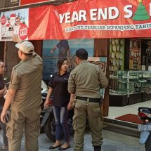 Satpol PP Peringati Puluhan Pengusaha yang Tidak Terapkan Pergub Aksara Bali