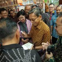 Mantan Wapres Boediono Hadiri Peresmian Perpustakaan BI Bali, Koleksi 12.754 Buku
