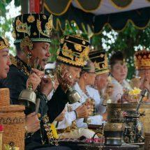 Puncak Pujawali Pura Luhur Medang Kamulan Gersik Jawa Timur Dipuput 8 Sulinggih